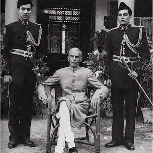 Quaid with Guards